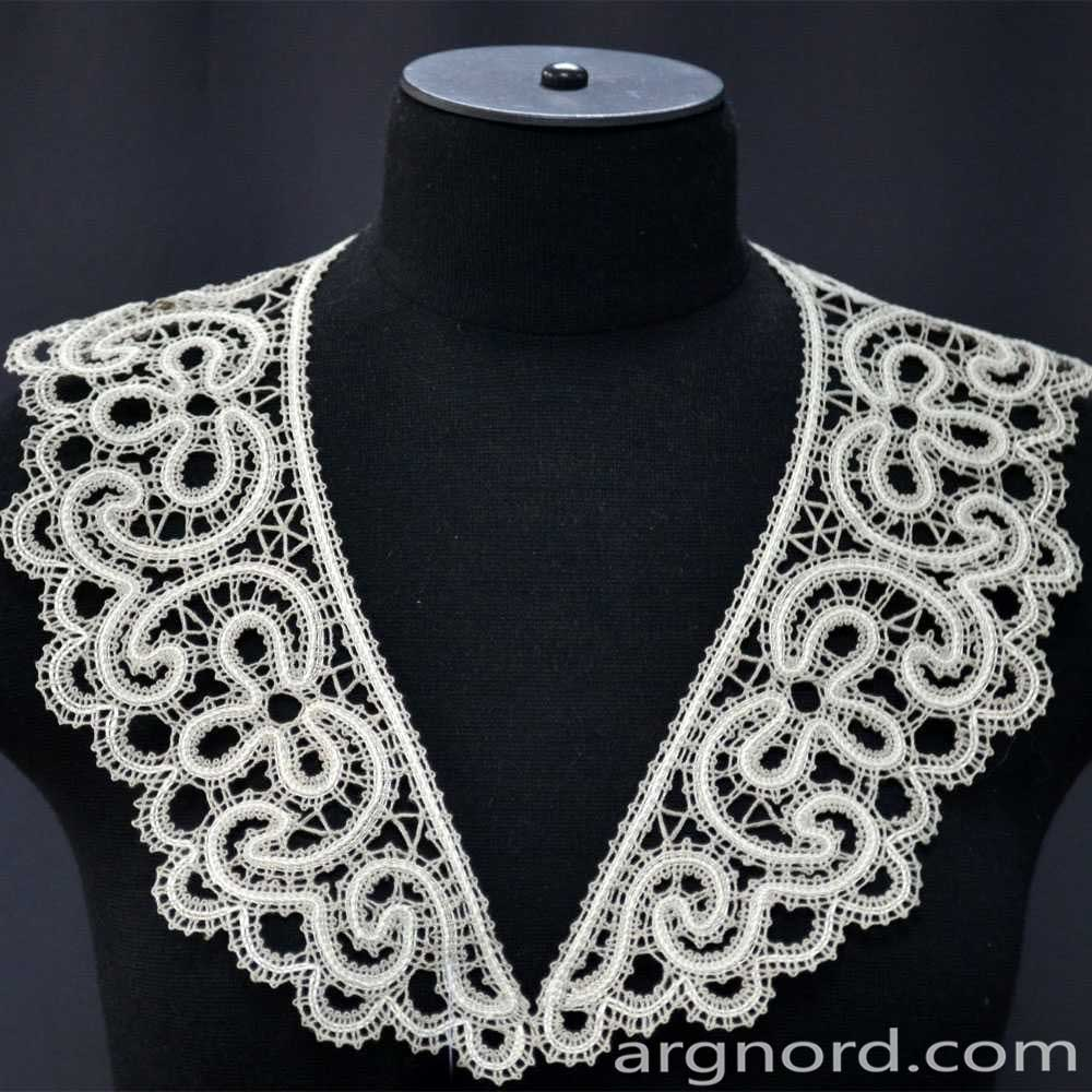 White Lace collarhandmade