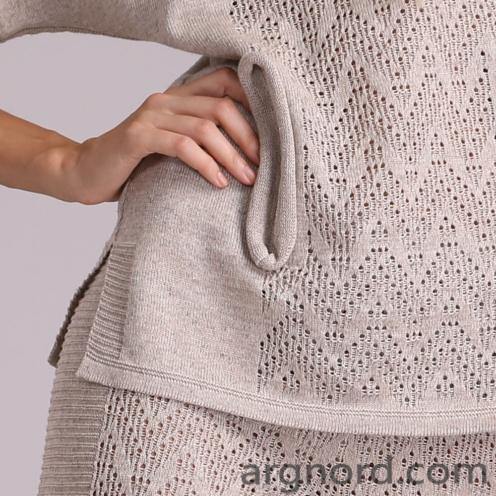 Hooded knit sweater with two pockets | 14052