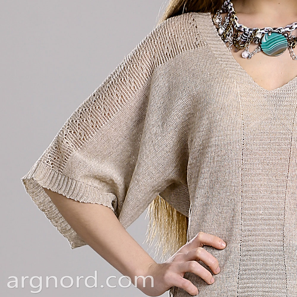 Knit sweater with 1/2 sleeves and triangular neckline | 13115