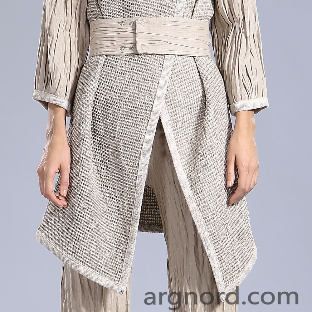 Long linen coat with belt and long sleeves | 15f-300