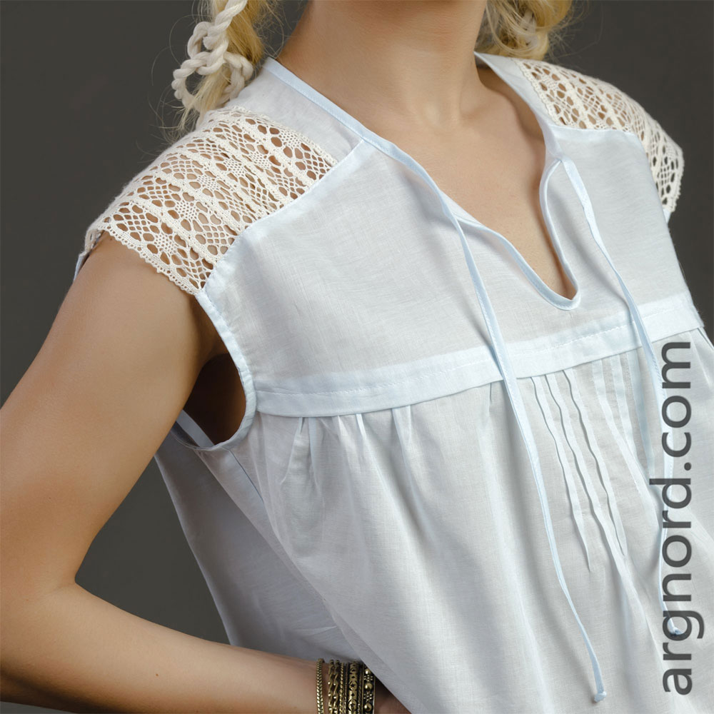 Blouse made of batiste with lace | VKR-1394