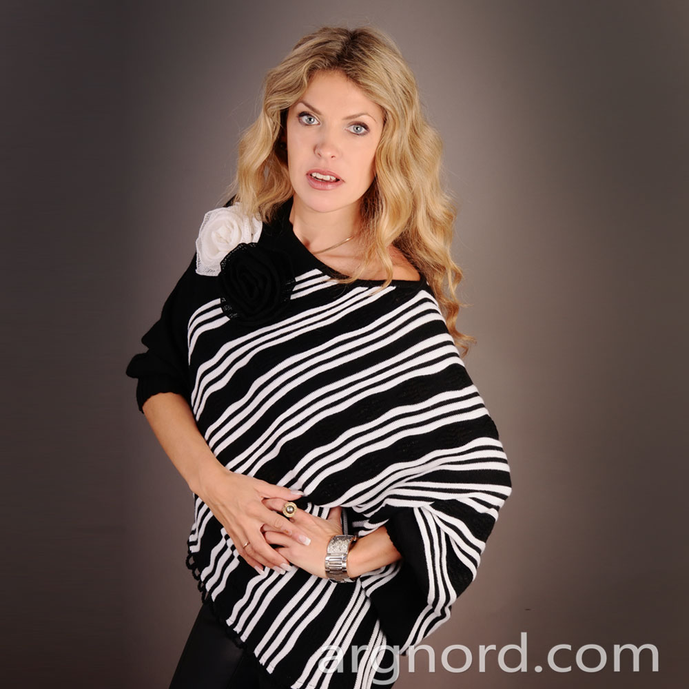 Poncho with stripes and decorated with flowers | 12094
