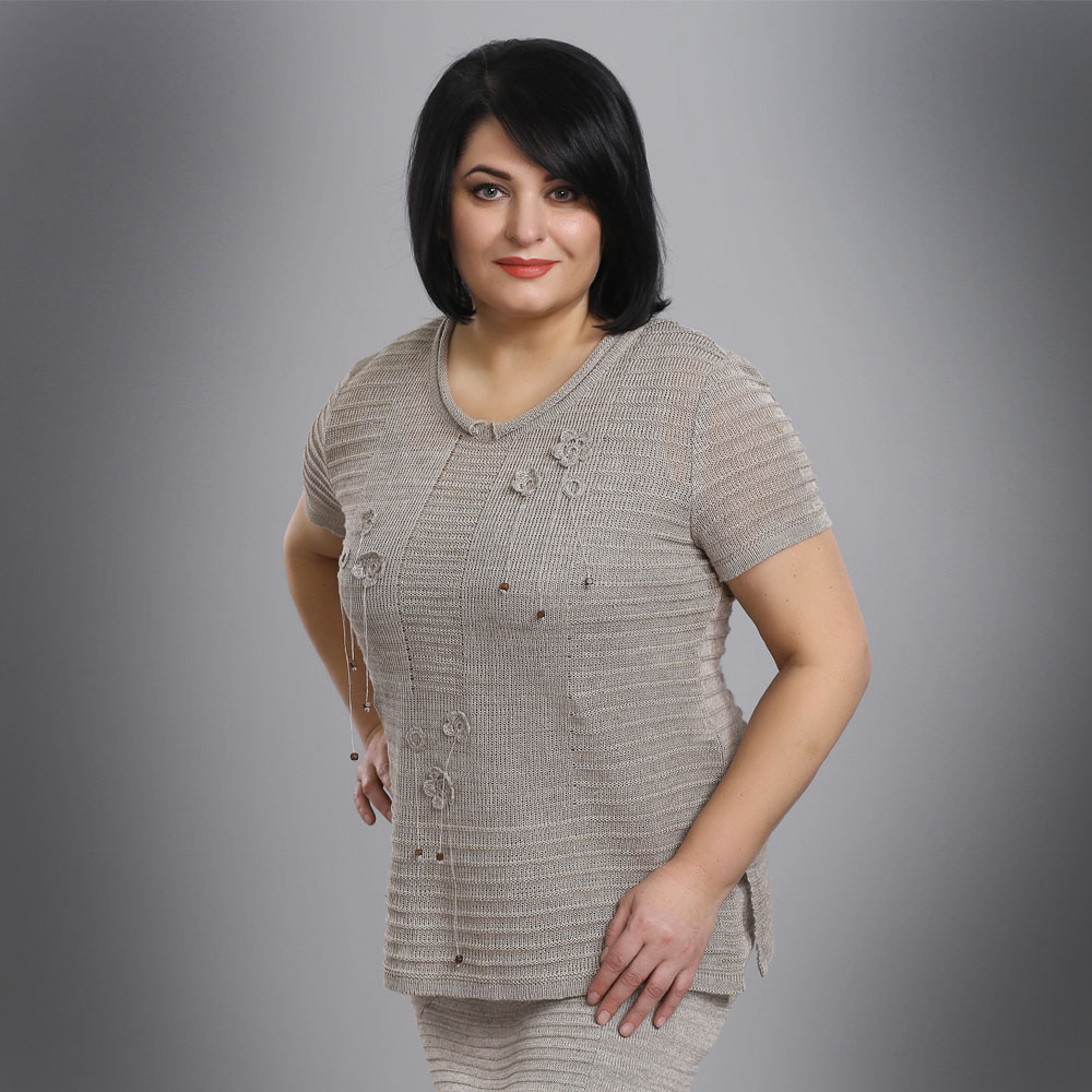 Plus size Knit T-shirt with decorative crocheted flowers | 15082